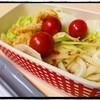 夏のクールなお弁当第二弾、『残り物で簡単冷やしサラダうどん』。