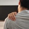 『肩こりの原因は腰にあり?姿勢から考える解消法とは?』