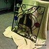 ステンドガラスを使用した猫のロートアイアンパネル