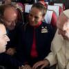 チリ大地震で結婚式キャンセルのカップルが、法王により機上で挙式