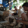 ベトナム ハノイ郊外のバンブー村での竹細工作り