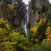 秋の層雲峡 柱状節理と紅葉の風景