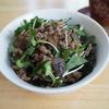 【レシピ】香味サラダとそぼろの混ぜ混ぜご飯! 朝食にぴったり!