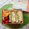 【お弁当】100均のボックスでお洒落に卵とハムとチーズのサンドイッチ弁当