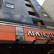 秋葉原の路地に突如「アパホテル 秋葉原駅電気街口」出現。「あきばお~巡回」と、「スーパーポテト5F」など。