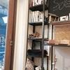 新しい棚と看板をリニューアル。