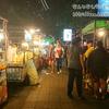 タイ、バンコクの屋台群。安くて美味しい物だらけのサムヤーン駅前の屋台群は占いもある。