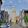 通りの突き当りにあるモスク