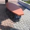 曲線のベンチ