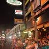 夜の「カオサン通り」~いつもと何かが違う、その答えはこれでした。。。