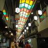 【京の台所「錦市場」を散策】鰻の肝串を食べ歩き!生麩や湯葉も♪