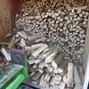 薪小屋に薪が並ぶイイネ!
