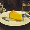 四谷三丁目の「猫廼舎」でデカフェ、チーズケーキ。