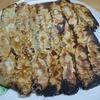 週一我が家の定番 嫁手作りの羽根つき焼き餃子 より。