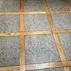 タイルと木の組み合わせの床