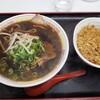 新福菜館の中華そばは色が濃いけど関西のうどんに通じるものを感じる