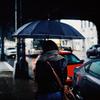 【雨嫌い73%】「雨の日は外に出たくない」が一変。おしゃれで簡単にテンションを上げる方法。 (ヒントは人気の傘!)