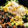 穴子の蒲焼と野沢菜とぶなしめじ炒り卵ゴマ昆布の炊き込みご飯