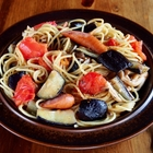 旨味ジュワ~のオイルで秋なすが輝く「なすとトマトのペペロンチーノ風スパゲティ」をにんにくチューブと一味唐辛子で作る【ヤスナリオ】