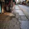 毎日バンコクを2,3時間歩いているけど、やっぱり道はガタガタやなぁ。