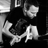 ノイズ、ポスト・パンク、フォークまで多彩な音楽性を披露しているギタリストStefan Christensenに魅了されています