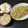 豚とキャベツの炒め物、味噌汁、大根漬け
