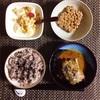 さば味噌煮、小粒納豆、バナナヨーグルト。