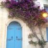 マルタの古都メディーナと神聖な空間でヨガ。知らぬ人とバスを待つ