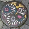 小ネタ集:可愛らしい伝統工芸品「松本てまり」のマンホール(長野県松本市)