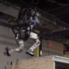 ここまで進化したか!人型ロボットが軽やかに階段を駆け上がる様子をご覧ください