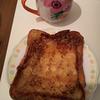 『カフェ気取りのフレンチトースト』を作る。ファスナーつき保存袋で卵を染みわたらせる(料理第13弾)