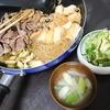 肉豆腐?、漬物、味噌汁