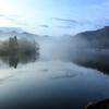 悲しみが湛えられた湖が奥底にある。