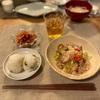 豆ごはんおにぎり、肉野菜炒め、キムチ、子供たちは肉野菜うどん