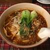 極太の麺が特徴の「坦々刀削麺(赤)」(中山下の「中華 綿亭」にて)