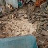 屑と細い薪を割る 重石を置いて Chopping scraps and thin firewood