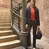 今年初の真っ赤なセーターに、コンパクトなバッグ♪