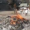 幼稚園で作ったマユダマを、どんどん焼きで焼いて食べてみようとした話