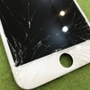 強化ガラスや保護シートを剥がした直後にガラスを割ってしまったという方、多いです。