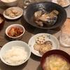 ごはん、鯖の塩煮、蓮根のきんぴら、白菜と揚げの味噌汁、キムチ
