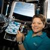 宇宙ステーションてヒマ?離婚相手の口座を覗いた女性飛行士。