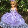 紫のドットのドレス