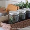 100均セリアのガラス瓶にお茶の葉を保存