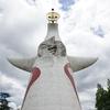 太陽の塔とエスカレーター