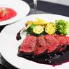 赤揃えのディナー 黒毛和牛の低温調理ローストビーフと真っ赤なスープ