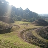 「マダム倶楽部」活動報告 10月18日 高速道路建設のために移設された丸山遺跡とその周辺を歩く