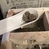 【100均】ハムスタートイレ掃除の秘密兵器 ダイソーの『穴あきスプーン』