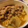 カップヌードル(カレー味)に納豆をぶちこんでみた。