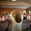 歌って踊って英語を感じよう!英語教室やリトミック教室でよく使われる『Head, Shoulders, Knees and Toes』の年齢別楽しみ方