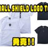 【バスブリゲード】シンプルロゴのアパレル「SMALL SHIELD LOGO TEE」発売!